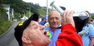 Beber con porrón, nueva disciplina de los próximos Juegos Olímpicos